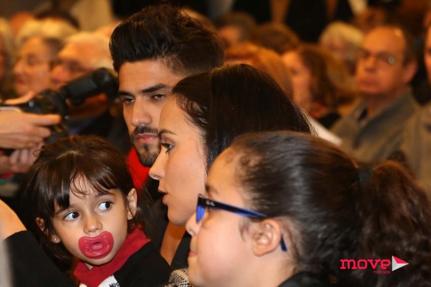 Marta Cruz com as filhas e o namorado, Gonçalo Quinaz