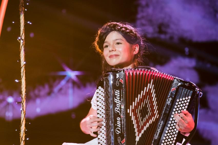 Luísa Martins tocou Yann Tiersen no acordeão