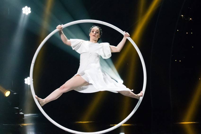 Carolina Vasconcelos e a Cyr Wheel