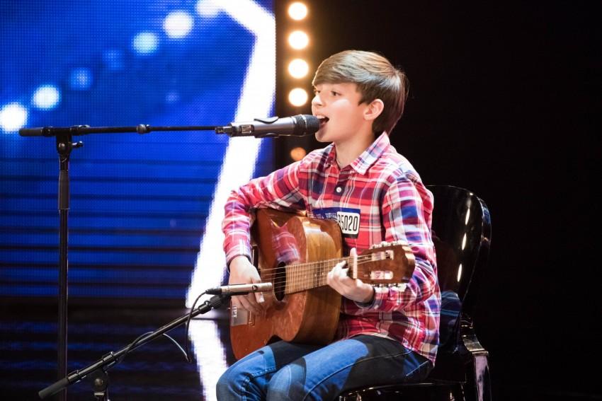 Aos 10 anos, Pedro Teixeira aprendeu sozinho e tocar piano e, em setembro de 2015, decidiu tocar guitarra. Vem ao Got Talent Portugal porque quer mostrar a Portugal o seu talento. Quer ser músico profissional e fazer carreira na música.