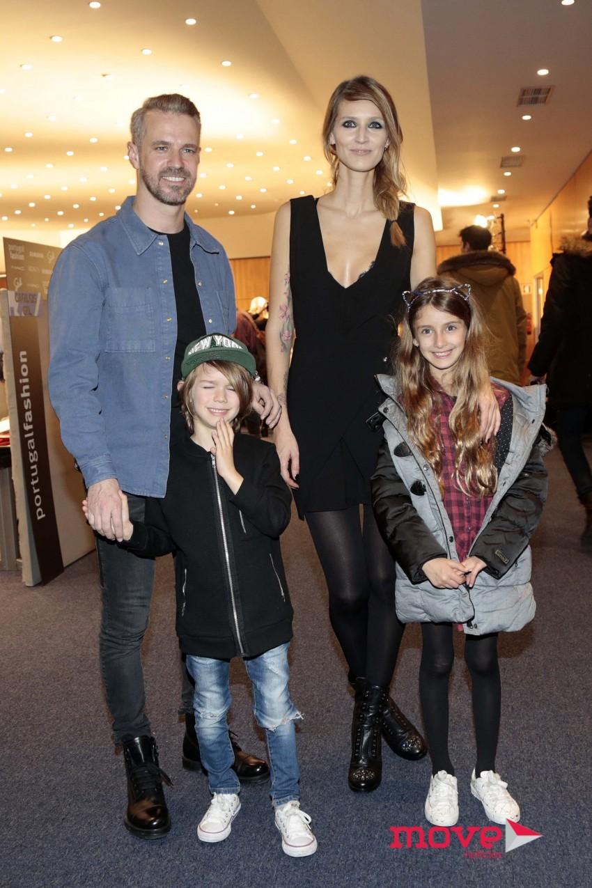 Tiago Monteiro e Diana Pereira com os filhos