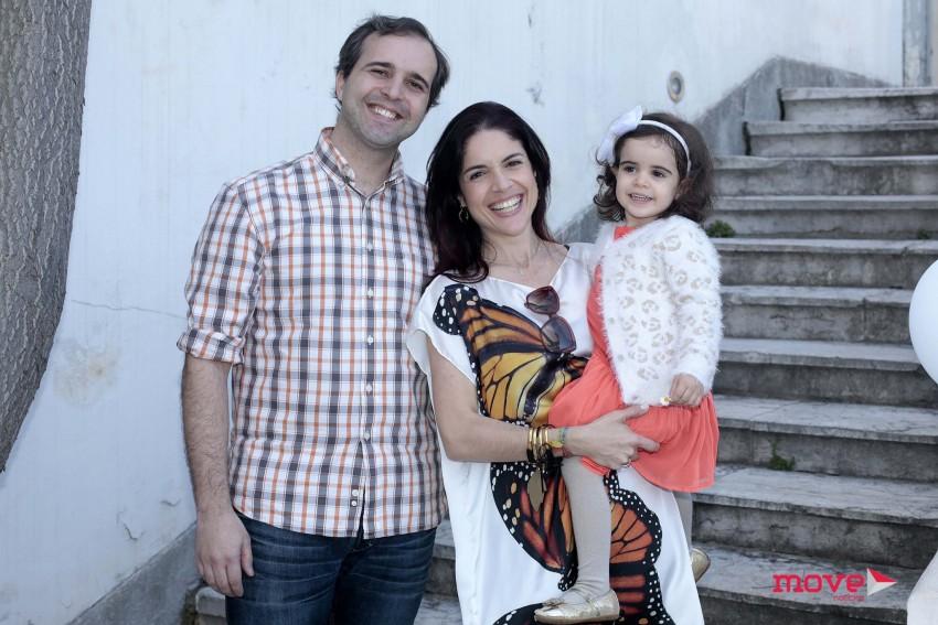 Roberta Medina com o marido, Ricardo Acto, e a filha, Lua