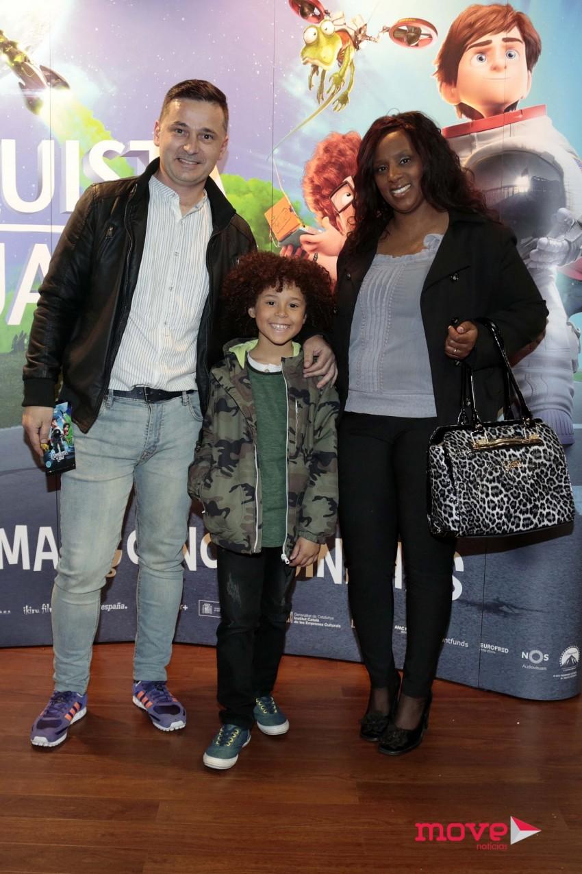 Isaac com os pais Sofia e Marco Carvalho