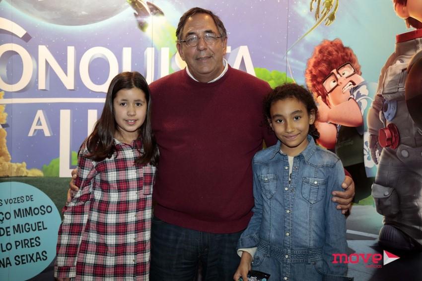 Manuel Moura dos Santos e a filha Margarida com uma amiga
