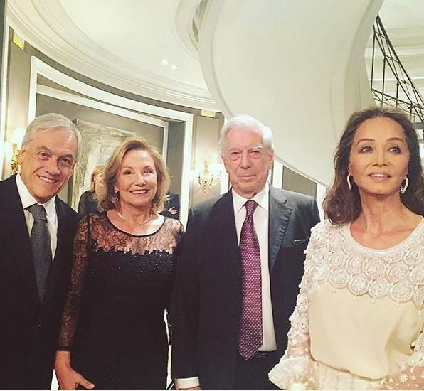 O economista, empresário e político chileno Sebastián Piñera com a mulher Cecilia Morel , Mario Vargas Llosa e Isabel Presley