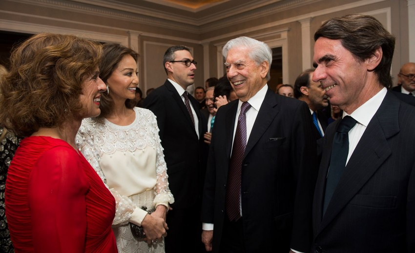 Jose María Aznar com a mulher, Ana Botella com Mario Vargas Llosa e Isabel Presley