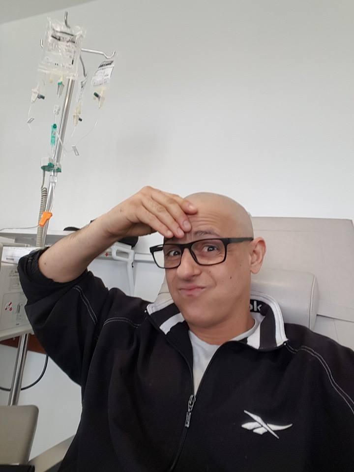Gonçalo mostra-se durante uma sessão de tratamentos