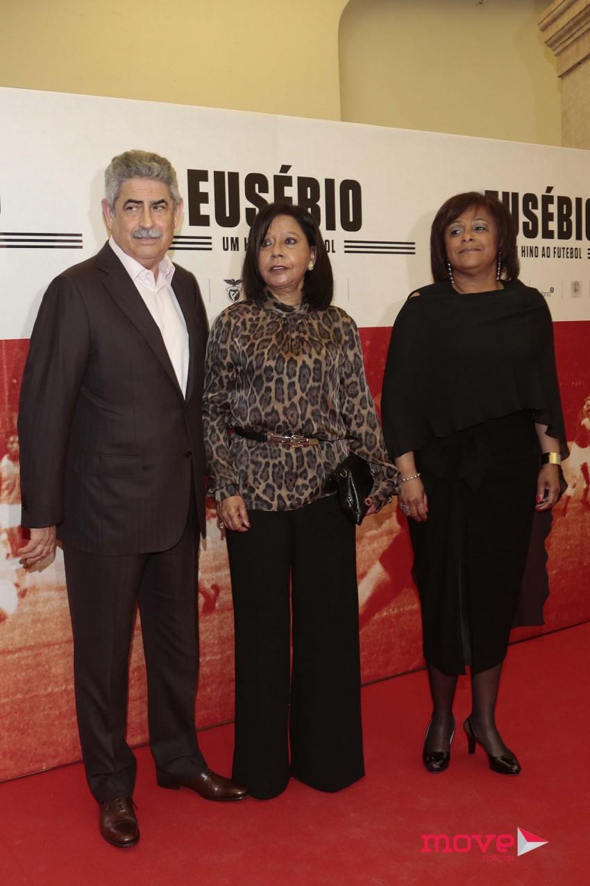 Luís Filipe Vieira com Flora e Sandra, mulher e filha de Eusébio