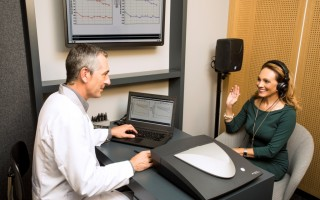 Exame auditivo