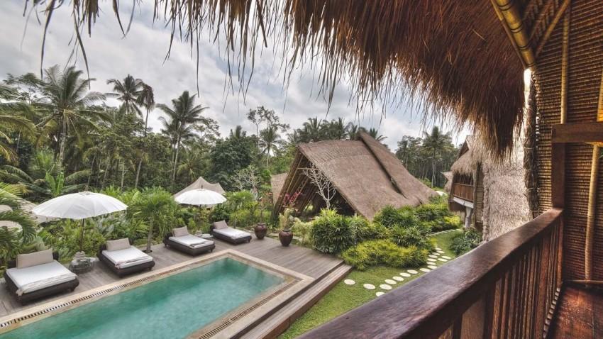 Sandat Glamping Tents (Bali, Indonésia): Este é o sítio ideal para deixar todas as preocupações para trás e estar em plena harmonia com a natureza. Neste, que é o primeiro glamping de Bali – considerado um dos mais exclusivos destinos do mundo-, não entram televisões ou telemóveis, uma vez que o Sandat Glamping opera numa filosofia verde. Rodeadas de campos de arroz e relva, as tendas, estilo safari, estão decoradas com os tons da natureza. O terraço proporciona uma vista única do ambiente em redor.
