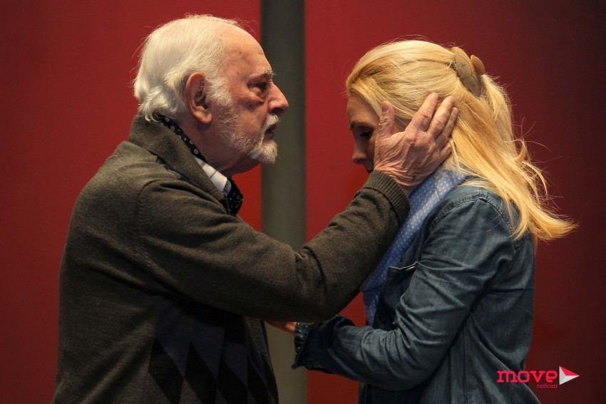 Rui de Carvalho e Sofia Alves protagonizam a peça encenada por Celso Cleto