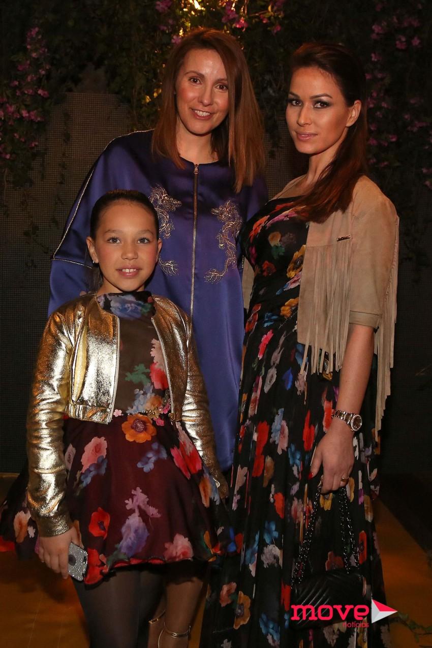 Micaela Oliveira com Rute Alves e Adriana