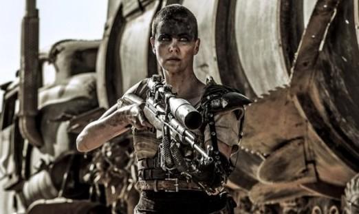 """Charlize no papel de """"Furiosa"""" em Mad Max"""