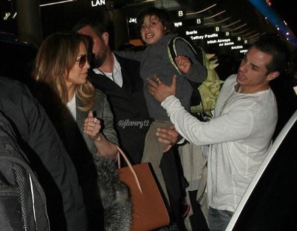 J.Lo à chegada com Casper Smart e Max