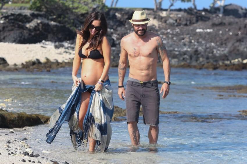 pregnant-megan-fox-at-a-beach-in-hawaii-04-22-2016_2