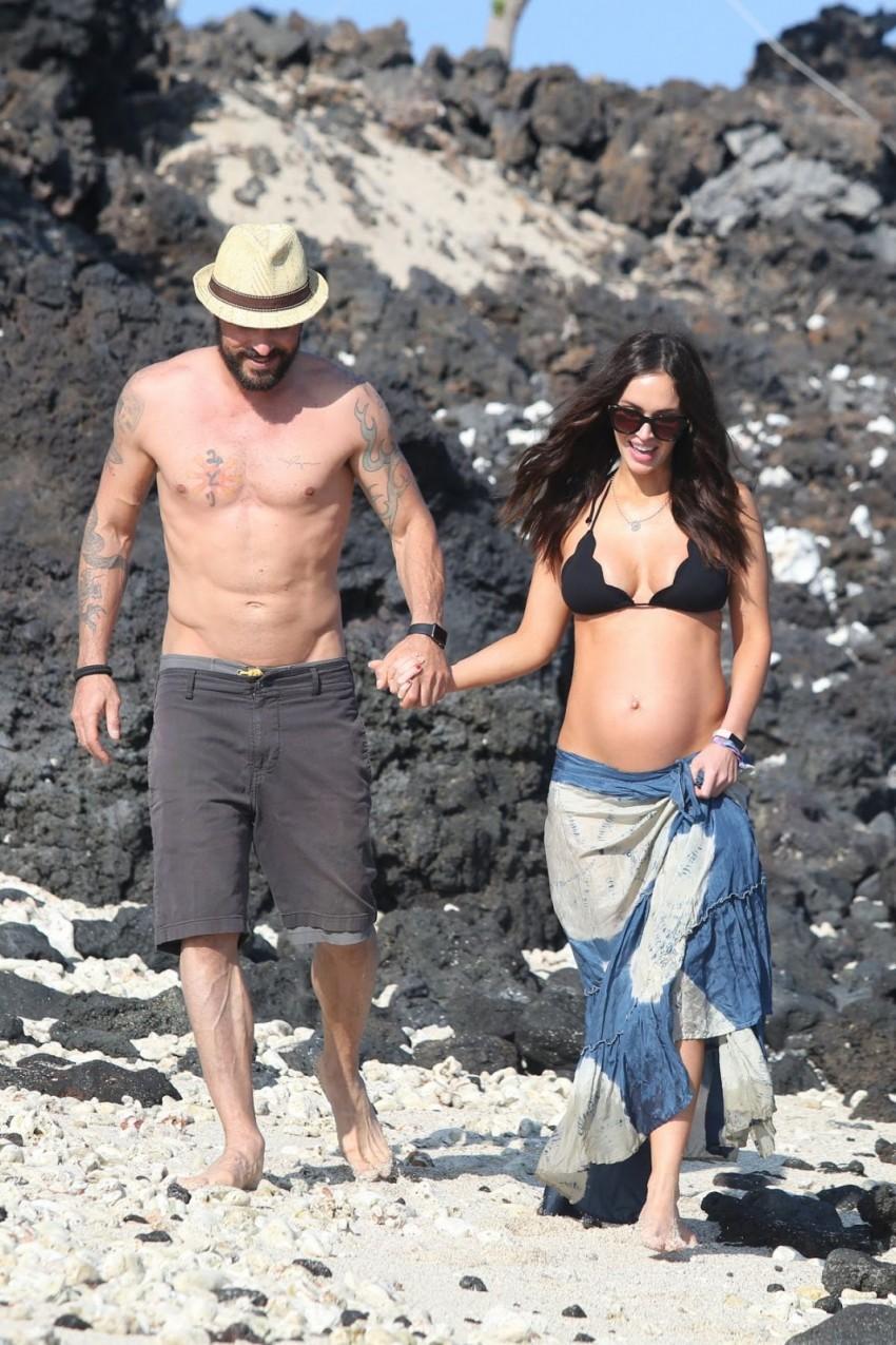 pregnant-megan-fox-at-a-beach-in-hawaii-04-22-2016_7
