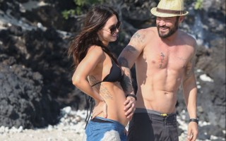 pregnant-megan-fox-at-a-beach-in-hawaii-04-22-2016_9