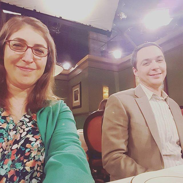 Amy Farrah Fowler com o amado Sheldon Cooper