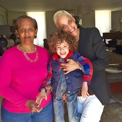 A fadista Marisa com a sua mãe e o filho, Martim