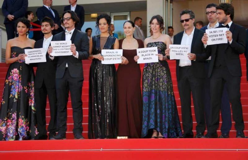 atores brasileiros protestam em Cannes