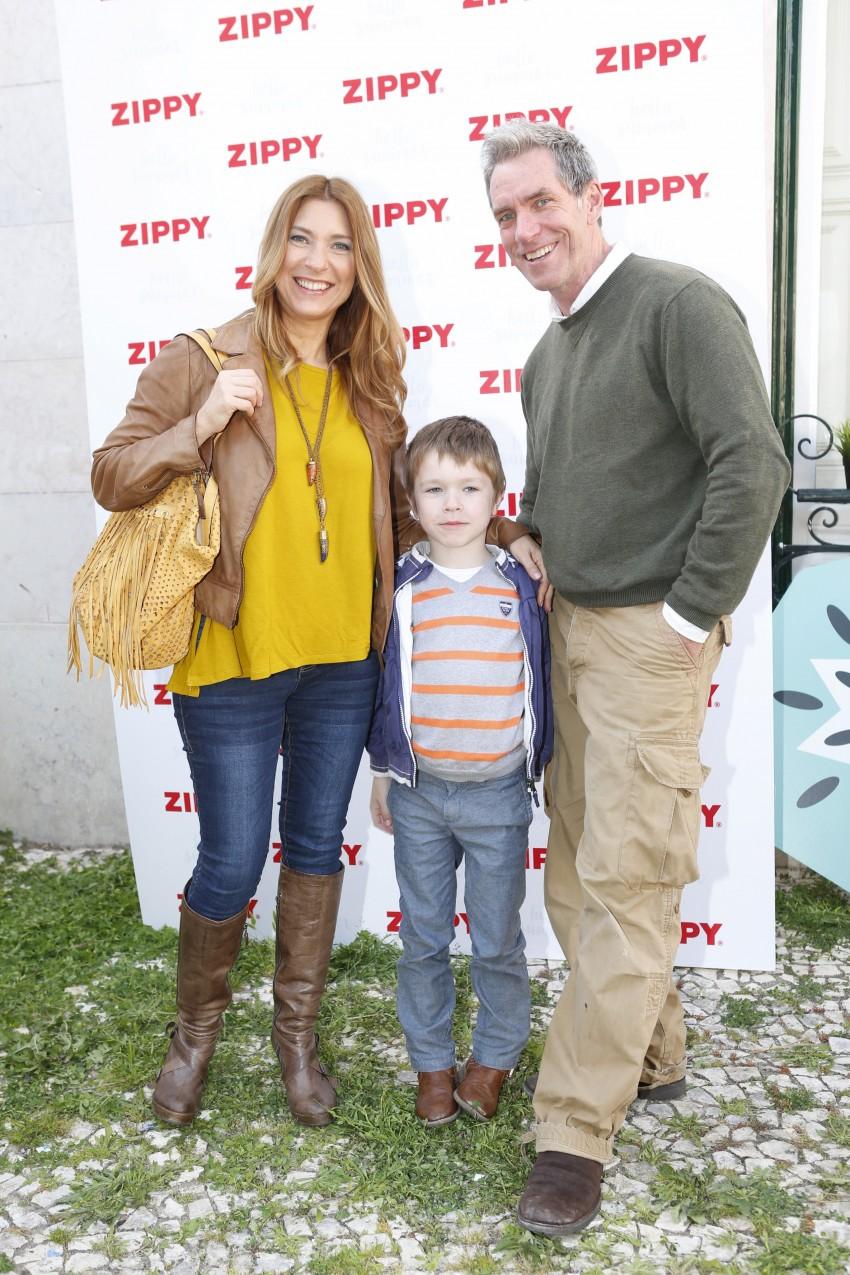 Adelaide de Sousa com o marido, Tracy Richardson, e o filho Kyle