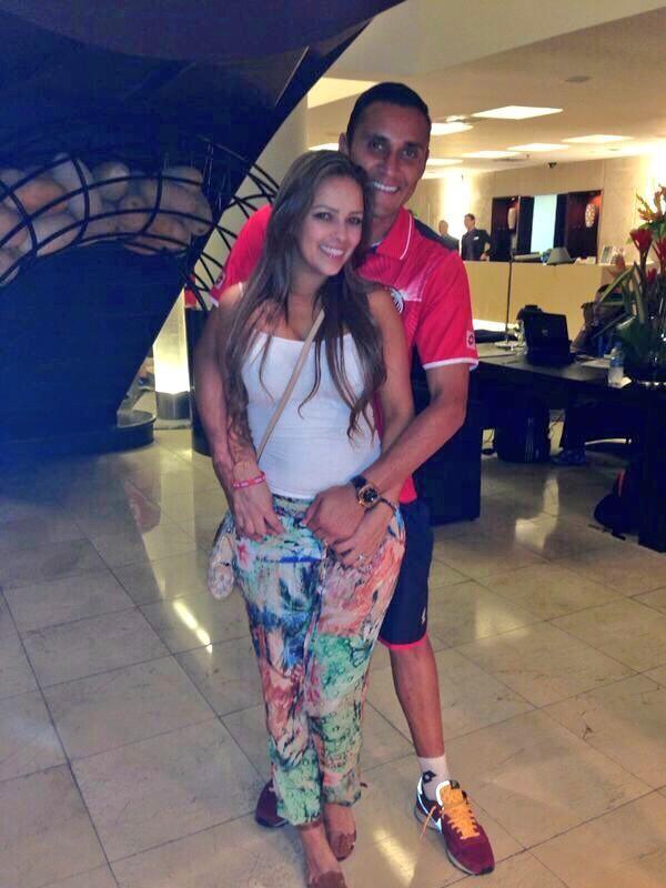 Andrea Salas com o marido e guarda-redes do Real, Keylor Navas