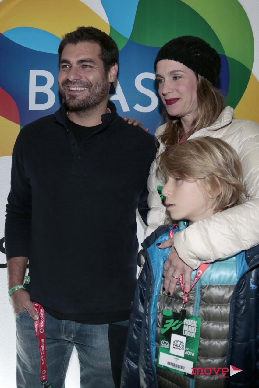 Thiago Lacerda com o fllho, Gael, e a mulher Vanessa Lóes