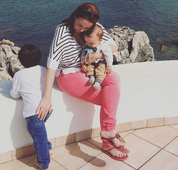 Tânia Ribas de Oliveira com os filhos