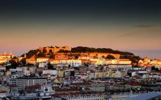 Castelo_de_S._Jorge_ao_entardecer
