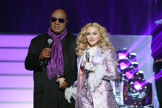 A atuar com Stevie Wonder