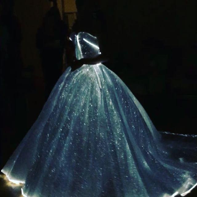 O vestido de Claire Danes a brilhar no escuro