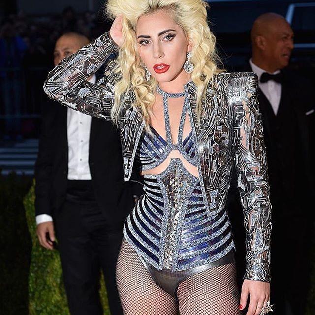 Lady Gaga provocou ondas de choque na Met Gala 2016