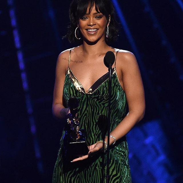 Rihanna sempre bem disposta