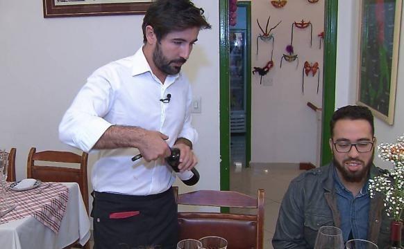 Sandro Pedroso ao serviço, num restaurante de S. Paulo