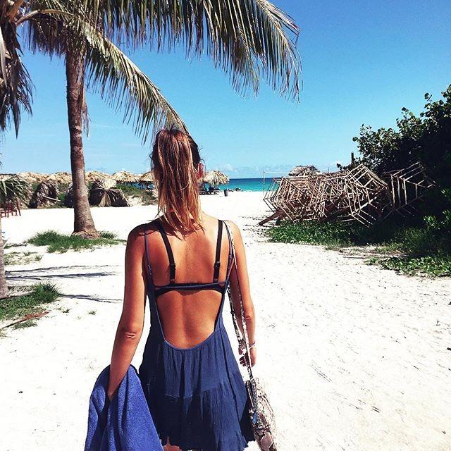 À margem do trabalho, a atriz tem aproveitado para fazer praia