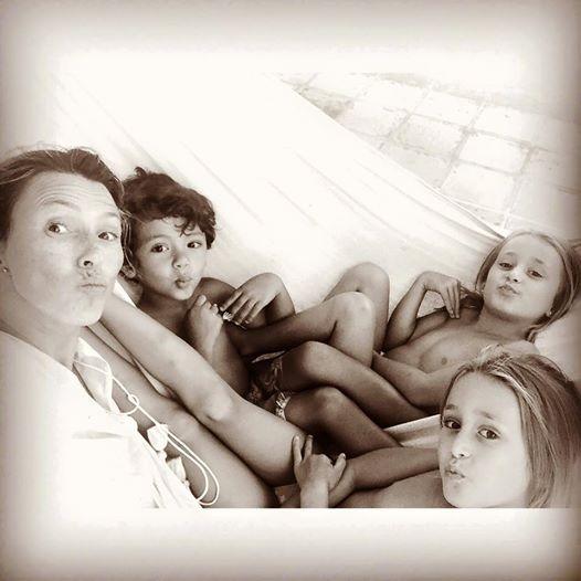 """""""Dia feliz, meus amores!"""". Sofia Cerveira com os sobrinhos"""