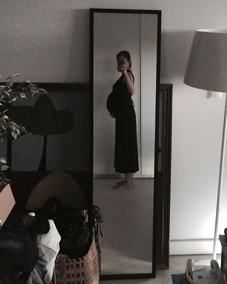 Anna Westerlund mostrou a barriga de oito meses