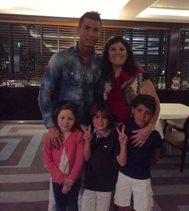Dolores Aveiro com Cristiano Ronaldo e os netos