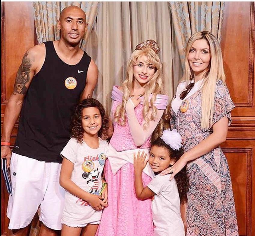 Com a família na Disneyland