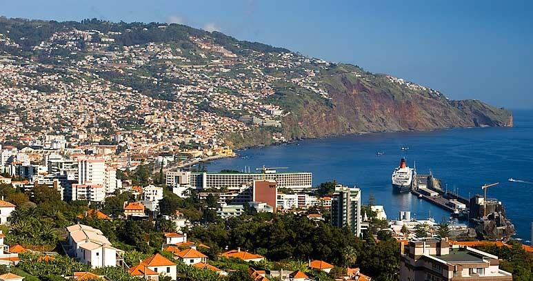 No Funchal o município não está diretamente envolvido na organização de uma fan zone, mas autorizou a instalação de uma destas áreas no Largo da Restauração, onde se poderá ver o campeonato e comprar comida e bebida.