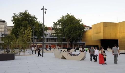 Em Guimarães, os jogos de Portugal podem ser vistos no ecrã gigante que vai estar montado na Plataforma das Artes e da Criatividade, situada no centro histórico da cidade (Avenida Conde Margarido). Haverá animação, com música e a possibilidade de fazer pinturas faciais.