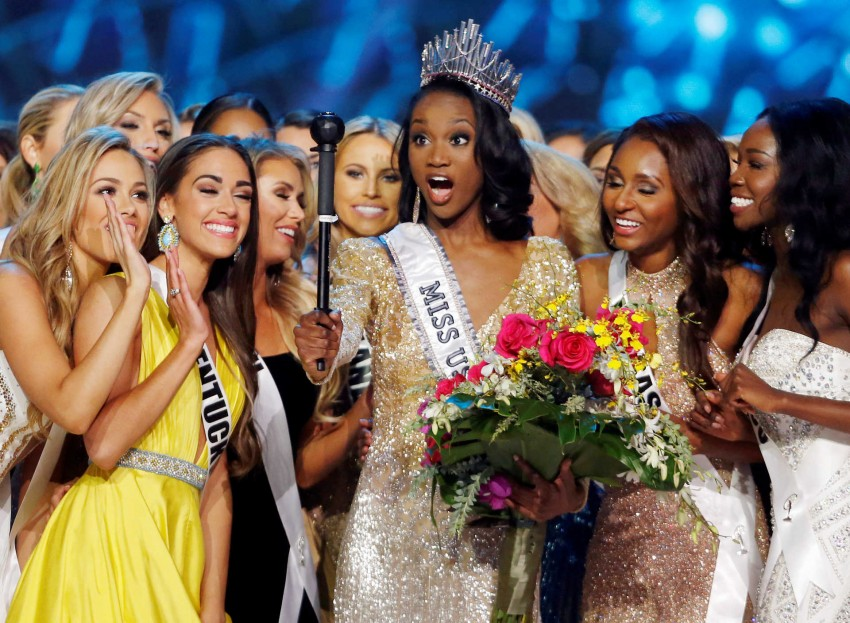 Deshauna Barber (C) of the District of Columbia poses with other contestants after being crowned Miss USA 2016 during the 2016 Miss USA pageant at the T-Mobile Arena in Las Vegas