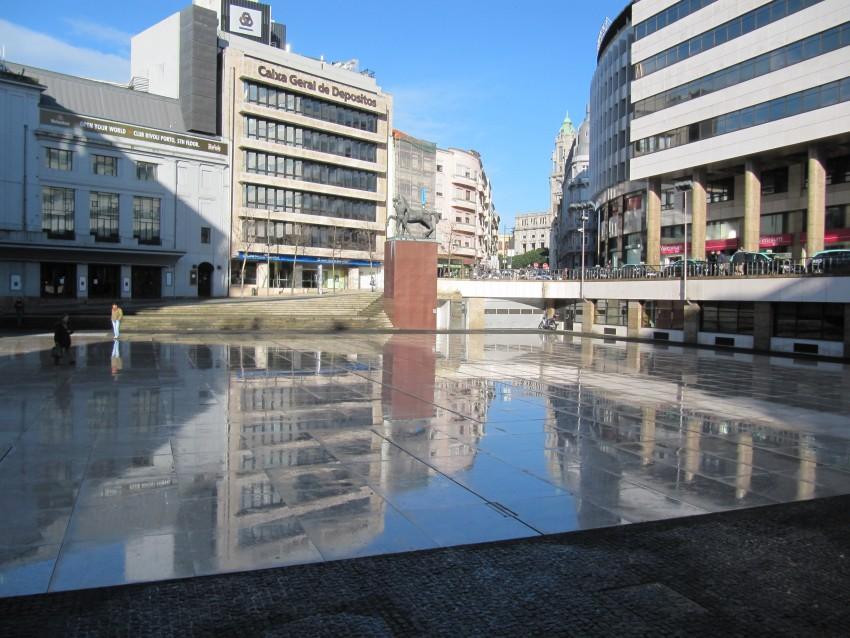 No Porto haverá zonas de diversão na Praça D. João I e no Edifício Transparente, com transmissão de jogos, entretenimento, restauração e atividades desportivas.