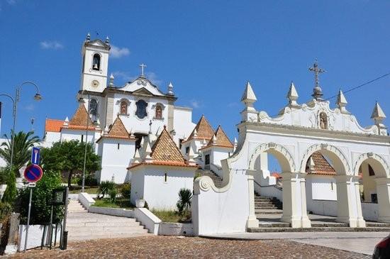 Em Coimbra, para quem preferir ver os jogos com companhia, pode deslocar-se ao largo dos Olivais, onde será instalada uma fun zone com um écrã gigante que transmitirá os jogos do euro 2016.