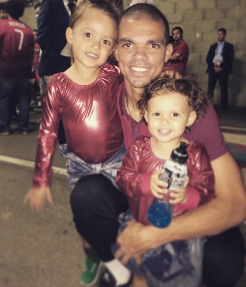 Pepe com as filhas