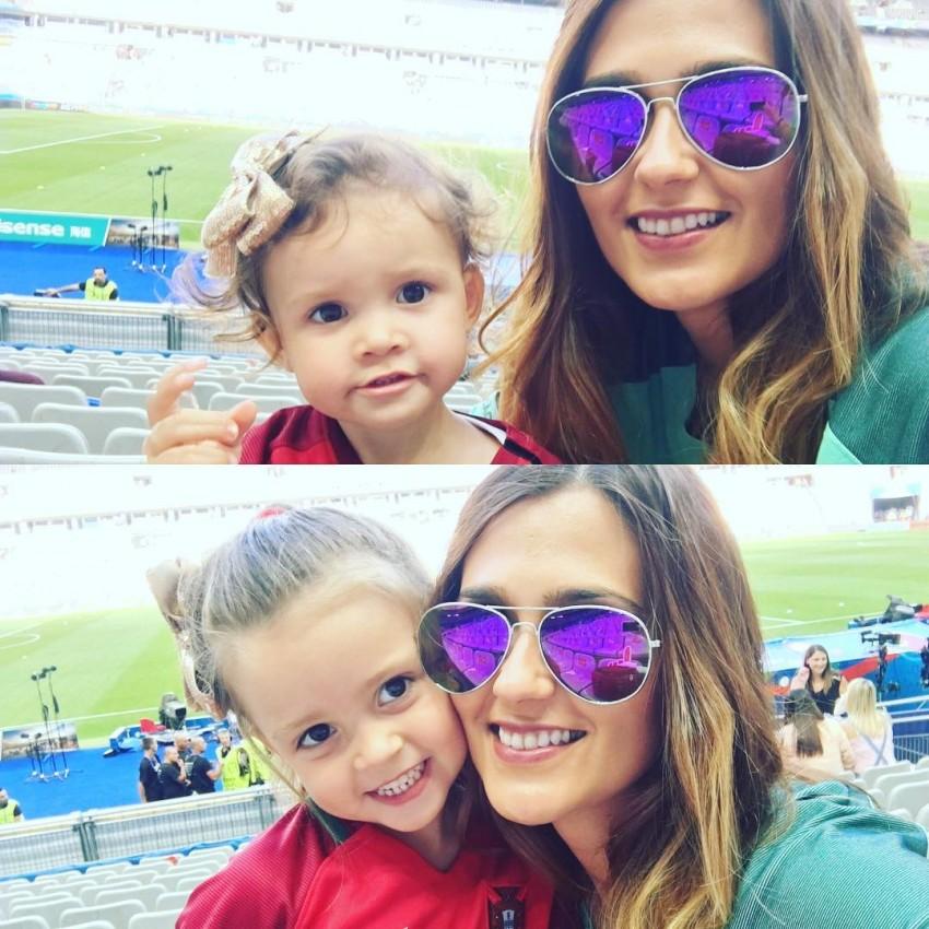 Ana Sofia Moreira, mulher de Pepe, com as filhas
