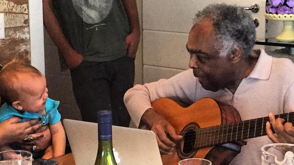 Gilberto Gil emociona família ao mostrar música que fez para a bisneta