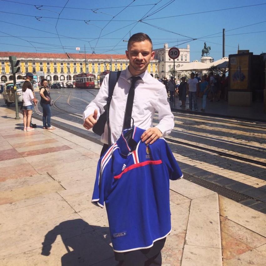 Anthony  no primeiro dia da visita a Portugal, com a camisola da seleção francesa