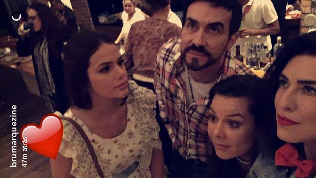 Bruna Marquezine fez um snapchat com os colegas