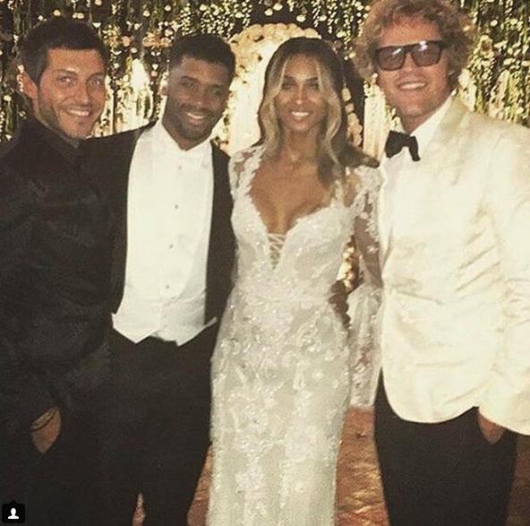 Ciara e Russell Wilson com dois convidados